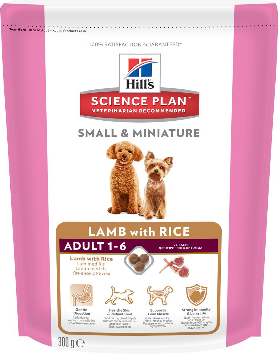 Корм сухой для собак миниатюрных размеров Hills Science Plan Canine Adult 1-6 Small & Miniature, ягненок с рисом, 300 г10514Hill's Science Plan - это полноценное, точно сбалансированное питание, приготовленное из ингредиентов высокого качества, без добавления красителей и консервантов. Каждый рацион Science Plan содержит эксклюзивный комплекс антиоксидантов с клинически подтвержденным эффектом для поддержки иммунной системы Вашего питомца.Если вы решили перевести вашу собаку на рацион Hills Science Plan, это необходимо сделать постепенно в течение 7 дней. Смешивайте прежний корм с новым, постоянно увеличивая долю последнего до полного перехода на Hills Science Plan. Тогда ваш питомец сможет в полной мере насладиться вкусом и преимуществами превосходного питания, которое обеспечивает рацион Hills Science Plan.Рекомендуется- Собакам от 1 года до 6 лет мелких и миниатюрных пород, умеренно активным.Не рекомендуется- Кошкам- Щенкам- Беременным и лактирующим сукам. В течение беременности и лактации суку необходимо перевести на рацион для щенков Science Plan Puppy Small & Miniature.Ключевые преимущества- Содержание ягненка 29% - ингредиент №1- Контролируемое содержание протеина, кальция, фосфора и натрия обеспечивает точный баланс питательных веществ для крепкого здоровья. Не допускает избытка нутриентов, который может навредить здоровью.- Высокое содержание Омега-3 и Омега-6 жирных кислот поддерживает деятельность нервной и иммунной систем, способствует здоровью кожи и шерсти.- Мелкие гранулы специально разработаны для собак мелких и миниатюрных пород- Высокая усваиваемость повышает всасываемость нутриентов- Супер Антиоксидантная формула нейтрализует действие свободных радикалов и поддерживает иммунитетИнгредиенты сухого рационаЯгненок 29%, рис 16%.Состав: мука из ягненка (29%), коричневый рис, размолотый рис, пшеница, кукуруза, мука из кукурузного глютена, ячмень, овес, животный жир, гидролизат белка, мука из соевых бобов, растительное масло, семена льна, минералы, томат
