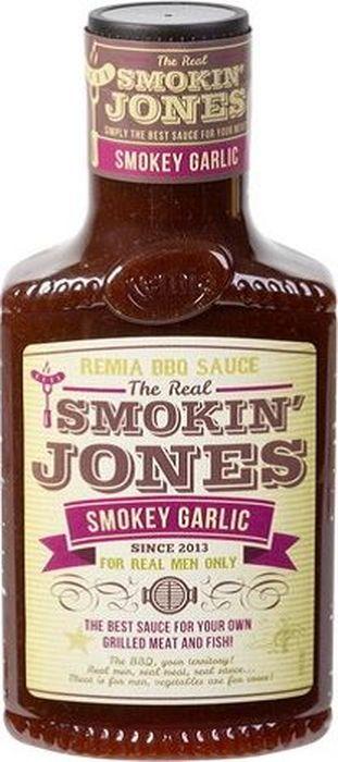 Remia Smokin Jones BBQ соус с чесноком, 450 мл0120710оригинальный соус, который дополнит любое блюдо, обжаренное на открытом огне! Он приготовлен на томатной основе с горчицей и пряными специями, а свой удивительный дымный аромат получил от копчения на щепе редкого дерева Гикори из семейства ореховых. BBQ-соус можно использовать не только при подаче, но и для приготовления стейков, ребрышек, бургеров, рыбы. Благодаря входящему в состав сиропу глюкозы, обмазанные этим соусом продукты после обжарки на гриле или барбекю будут покрываться аппетитной глазурью и приобретать глянцевый блеск.
