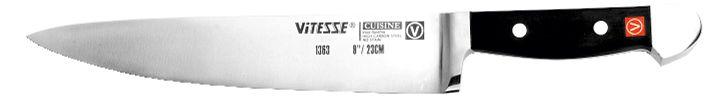 Нож поварской Vitesse Cuisine. VS-1363VS-1363Поварской нож Cuisine идеально подойдет для нарезки мяса, рыбы, овощей и фруктов; широкое лезвие позволяет рубить капусту, овощи, зелень.Для изготовления ножа использована хирургическая углеродистая сталь с добавлением хрома и молибдена для придания антикоррозийных свойств. Закаленное лезвие ножа с шейкой и хвостовиком (продолжением металлической части ножа в рукоятке) изготовлено методом объемной штамповки из цельного стального листа. Тщательно разработанный дизайн рукоятки, изготовленной из пластика с металлическими вставками, позволяет ножу удобно располагаться в руке. Поварской нож Cuisine предоставит Вам все необходимые возможности в успешном приготовлении пищи. Характеристики: Общая длина ножа: 36,5 см. Длина лезвия: 23 см. Материал:углеродистая сталь, пластик.Изготовитель:Китай. Артикул:VS-1363.