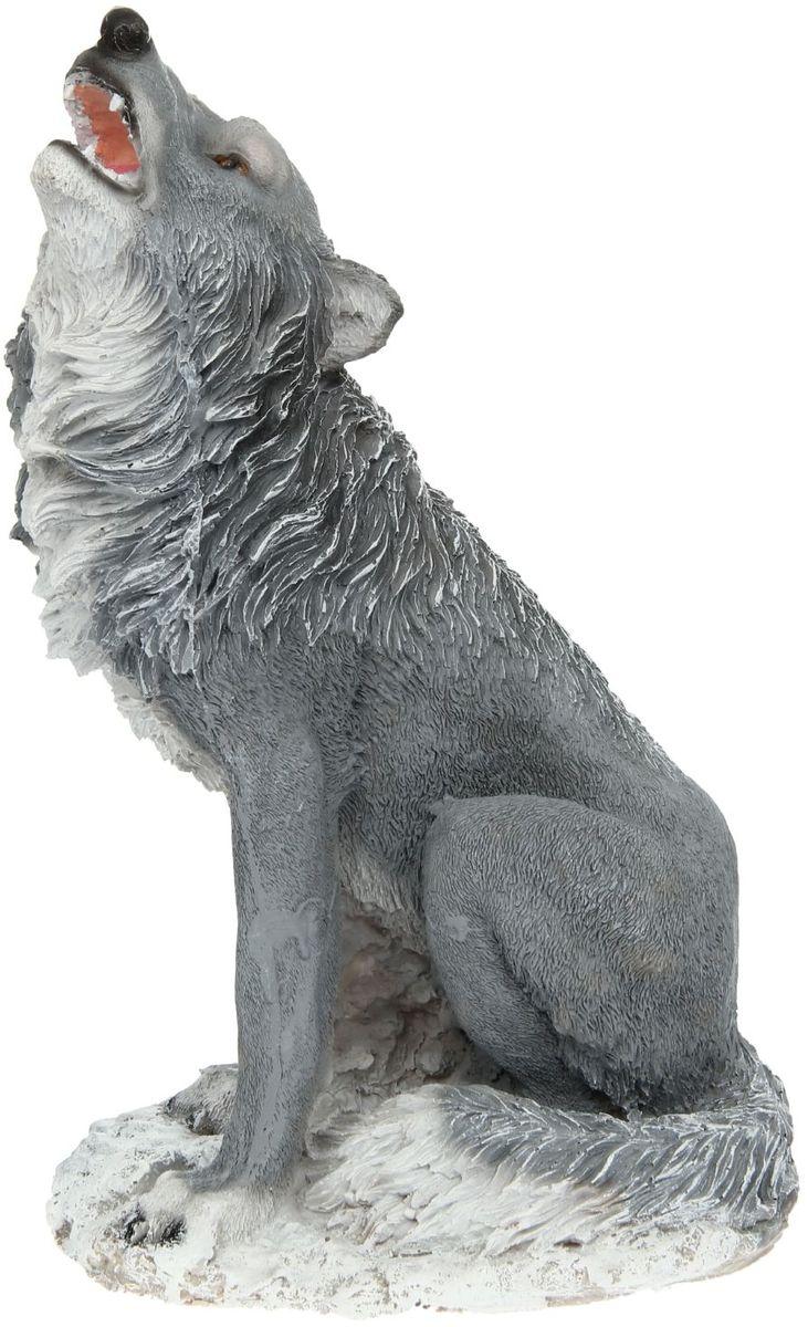 Фигура садовая Воющий волк, 33 х 20 х 53 смKOC_SOL249_G4Создайте настроение в любимом саду: украсьте его оригинальным декором. Представители фауны разнообразят ландшафт. Гармоничнее всего фигуры будут смотреться в местах природного обитания: например, белочки — вблизи деревьев, а лягушки — у водоёмов. Сделайте свой сад неповторимым. Разрабатывайте собственный дизайн и расставляйте акценты. Хотите привлечь внимание к клумбе? Поставьте садовую фигуру рядом с ней. А расположенная прямо у калитки, она будет приятно удивлять гостей. Такой декор легко замаскирует неприглядные детали на участке? Садовая фигура из полистоуна (искусственного камня) — оптимальное решение для уличных условий. Этот материал не выцветает на солнце, даже если находится под воздействием ультрафиолета круглый год. Искусственный камень имеет низкую пористость, поэтому ему не страшна влага и на нём не появятся трещины? Садовая фигура будет хранить красоту сада долгие годы.
