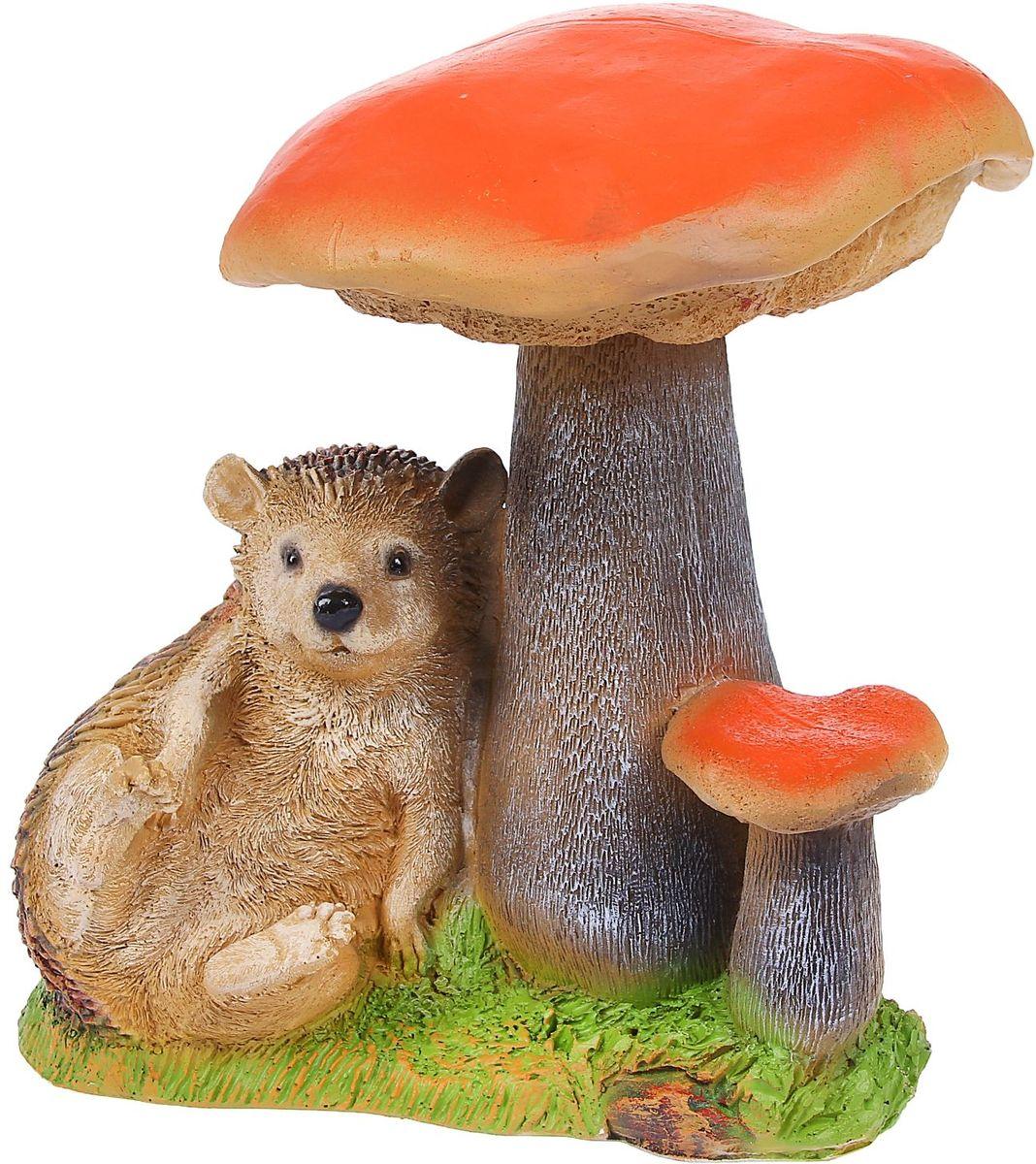 Фигура садовая Отдыхающий под грибами еж, 24 х 28 х 32 смC0042411Фигурка ёжика придаст саду очарование. Этот зверёк символизирует запасливость, поэтому поможет вырастить и сохранить богатый урожай. Такой садовый декор выгоднее всего будет смотреться в траве или под деревьями — в природных местах обитания ежей. Фигура создаст солнечное настроение даже в пасмурный день и подарит саду индивидуальность. Дополните окружающее пространство оригинальной деталью? Садовая фигура из полистоуна (искусственного камня) — оптимальное решение для уличных условий. Этот материал не выцветает на солнце, даже если находится под воздействием ультрафиолета круглый год. Искусственный камень имеет низкую пористость, поэтому ему не страшна влага и на нём не появятся трещины? Садовая фигура Отдыхающий ёж под грибами будет хранить красоту сада долгие годы.