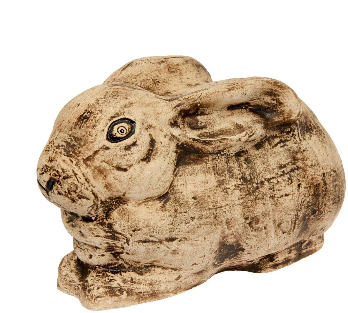 Фигура садовая Керамика ручной работы Кролик, 52 х 27 х 30 см531-105Садовая фигура Кролик шамот - маленький помощник в создании неповторимого декора садового или дачного участка. Оригинальная форма изделия станет изюминкой пространства, достойным дополнением ландшафтного творчества. Фигура выполнена исключительно из природных материалов, а именно шамотной глины, которая делает его: абсолютно нетоксичным, устойчивым к воздействию окружающей среды (морозостойкий), устойчивым к изменению цвета и структуры (не шелушится и не облезает). При декорировании горшка используются только качественные пигменты. Процесс обжига глины проходит в 2 этапа: утилитный (900 градусов) с последующим декорированием и политой (1100 градусов), придающим изделию необходимую крепость.