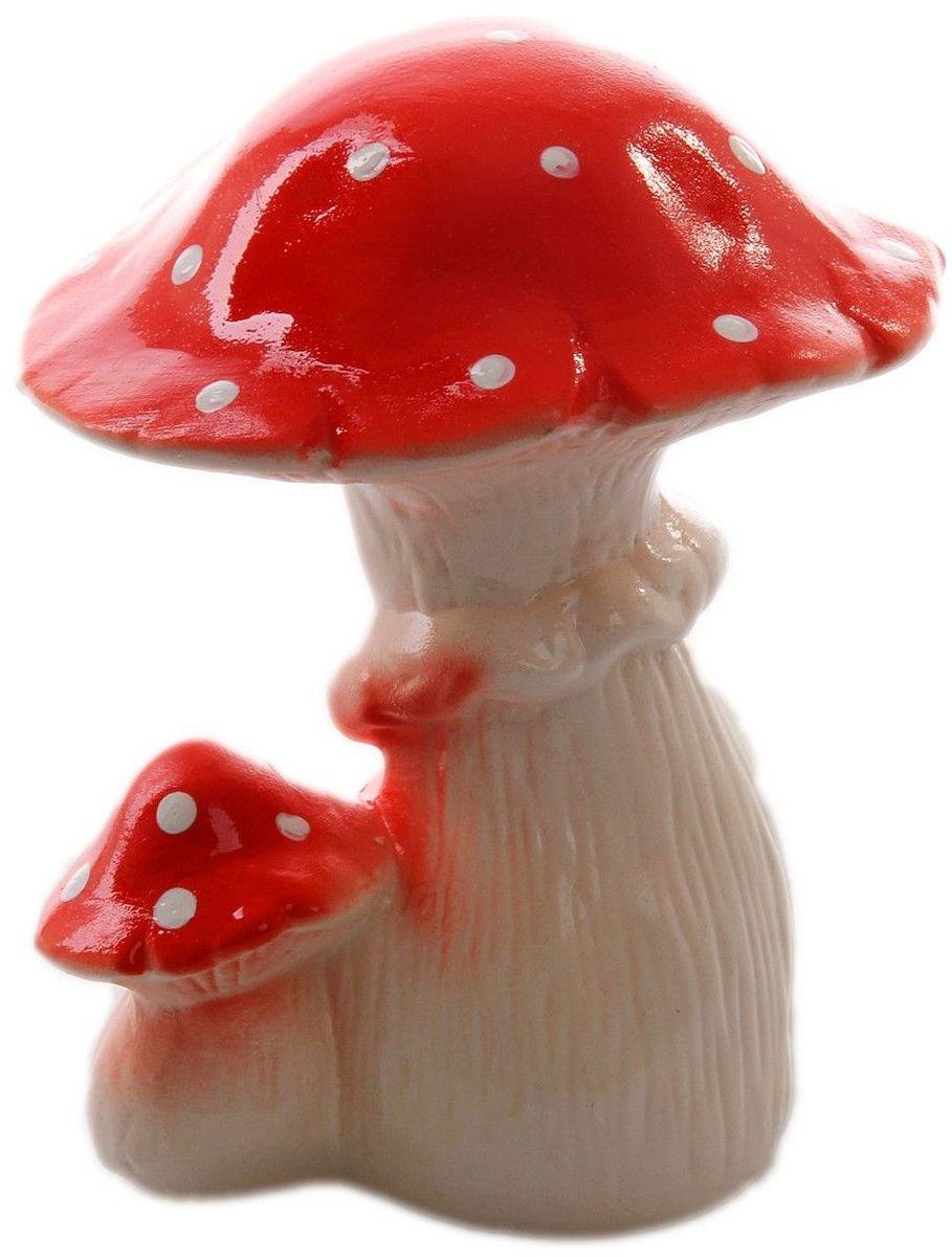 Фигура садовая Керамика ручной работы Пара грибов мухоморов, 15 х 10 х 10 см1996293Фигура садовая Керамика ручной работы Пара грибов мухоморов выполнена из керамики. Внешняя поверхность покрыта глазурью. Очаровательные грибы украсят сад. Расположите грибы под деревом или в траве и приятно удивите прогуливающихся гостей. Симпатичная фигурка станет прекрасным подарком заядлому садоводу. Такой декор будет гармонично смотреться в огородах и на участках с обилием зелени. Дополните пространство сада интересной деталью. Садовая фигура из керамики подойдёт для уличных условий. Этому экологичному материалу не страшны ни влага, ни ультрафиолет, ни перепады температуры.