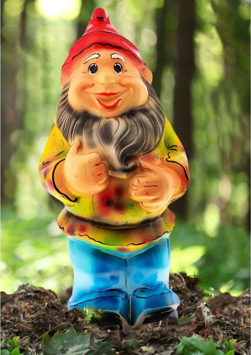 Фигура садовая Гном в голубых штанах, 55 х 20 х 17 см2311177Яркая забавная фигура Гном в голубых штанах оживит пространство сада или огорода. Гномов лучше располагать рядом с зеленью. Садовая фигура из керамики прекрасно подходит для уличных условий. Этому экологичному материалу не страшны ни влага, ни ультрафиолет, ни перепады температуры.