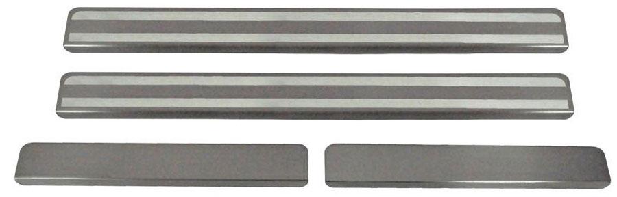 Накладки на пороги Автоброня, для Lada Kalina 2 2013-, 4 шт. NPLAKAL01321395599Накладки на пороги Автоброня создают индивидуальный интерьер автомобиля и защищают лакокрасочное покрытие от механических повреждений.- В комплект входят 4 накладки (2 передние и 2 задние).- Использование высококачественной итальянской нержавеющей стали AISI 304 (толщина 0,5 мм).- Надежная фиксация на автомобиле с помощью скотча 3М серии VHB.- Устойчивое к истиранию изображение на накладках нанесено методом абразивной полировки.- Идеально повторяют геометрию порогов автомобиля.- Легкая и быстрая установка.