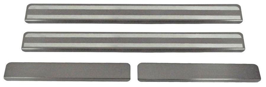 Накладки на пороги Автоброня, для Mitsubishi Outlander 2015-, 4 шт. NPMIOUT023CA-3505Накладки на пороги Автоброня создают индивидуальный интерьер автомобиля и защищают лакокрасочное покрытие от механических повреждений.- В комплект входят 4 накладки (2 передние и 2 задние).- Использование высококачественной итальянской нержавеющей стали AISI 304 (толщина 0,5 мм).- Надежная фиксация на автомобиле с помощью скотча 3М серии VHB.- Устойчивое к истиранию изображение на накладках нанесено методом абразивной полировки.- Идеально повторяют геометрию порогов автомобиля.- Легкая и быстрая установка.