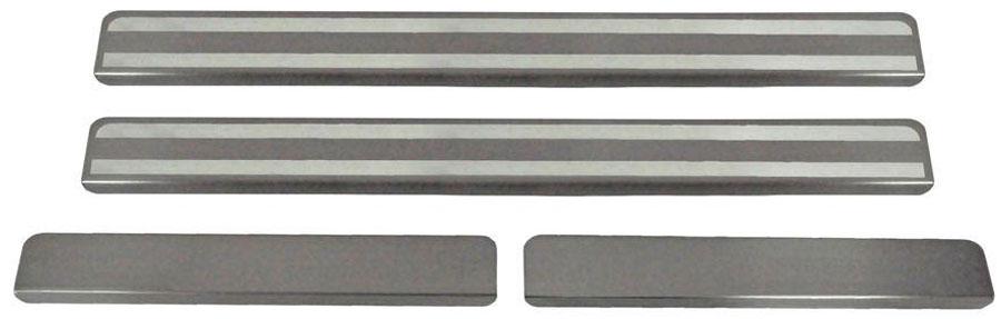 Накладки на пороги Автоброня, для Renault Logan 2014-, 4 шт. NPRELOG013SS 4041Накладки на пороги Автоброня создают индивидуальный интерьер автомобиля и защищают лакокрасочное покрытие от механических повреждений.- В комплект входят 4 накладки (2 передние и 2 задние).- Использование высококачественной итальянской нержавеющей стали AISI 304 (толщина 0,5 мм).- Надежная фиксация на автомобиле с помощью скотча 3М серии VHB.- Устойчивое к истиранию изображение на накладках нанесено методом абразивной полировки.- Идеально повторяют геометрию порогов автомобиля.- Легкая и быстрая установка.