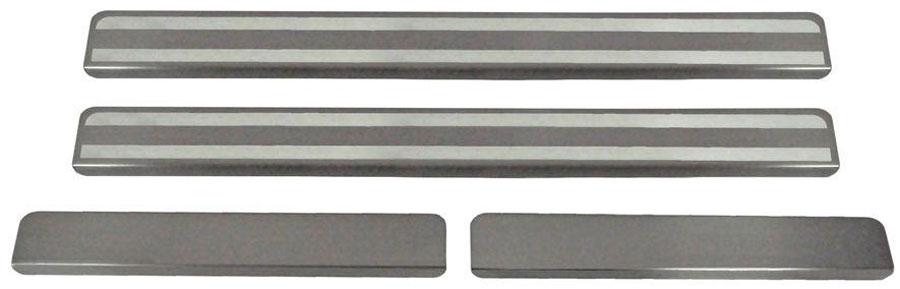 Накладки на пороги Автоброня, для Skoda Rapid 2014-, 4 шт. NPSKRAP013SS 4041Накладки на пороги Автоброня создают индивидуальный интерьер автомобиля и защищают лакокрасочное покрытие от механических повреждений.- В комплект входят 4 накладки (2 передние и 2 задние).- Использование высококачественной итальянской нержавеющей стали AISI 304 (толщина 0,5 мм).- Надежная фиксация на автомобиле с помощью скотча 3М серии VHB.- Устойчивое к истиранию изображение на накладках нанесено методом абразивной полировки.- Идеально повторяют геометрию порогов автомобиля.- Легкая и быстрая установка.
