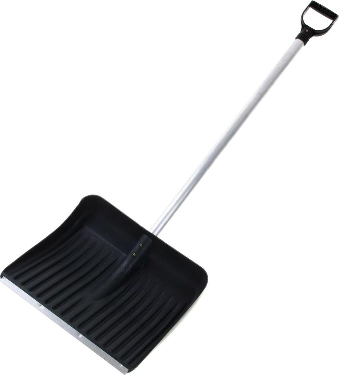 Лопата для снега Альтернатива, с планкой, черенком и ручкой, 48,5 х 38,5 х 13 см1015978Лопата предназначена для уборки снега. С помощью лопаты вы легко расчистите дорогу. Вы также можете использовать её для комплектации зерновых инструментов. Рабочая часть инструмента выполнена из качественного пластика: она лёгкая и при этом прочная. Специальная металлическая планка увеличивает срок службы изделия.Материал: пластик, метал.