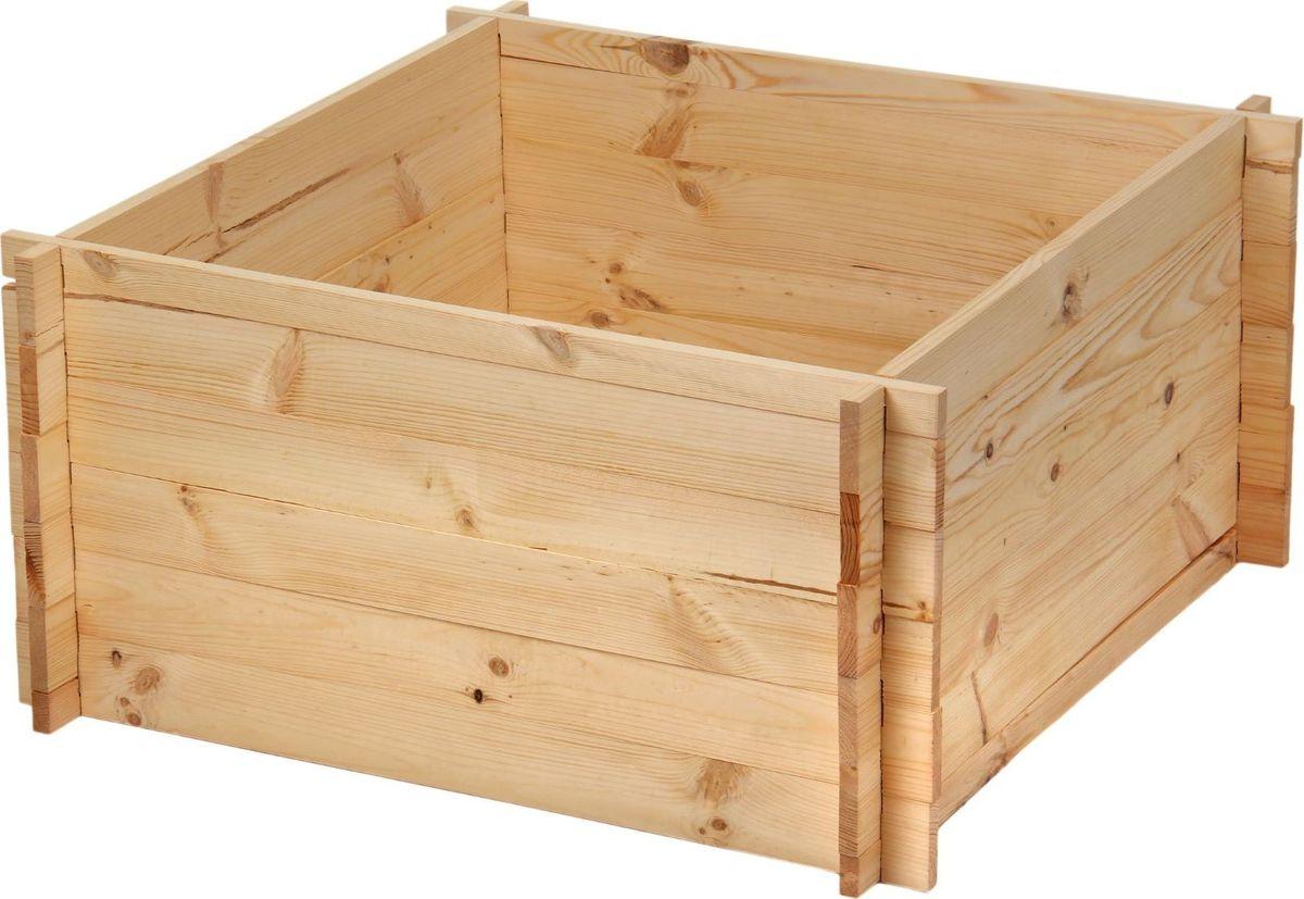 Компостер садовый, сосновый, 493 л09840-20.000.00Используйте компостер, чтобы создать безотходное производство у себя на даче. Он превращает собранные с участка листья и траву в удобрение. Вам нужно только поместить их в контейнер с помощью вил. Это легко сделать благодаря оптимальным размерам (100 ? 100 ? 49,3 см) изделия. Преимущества:безопасный экологически чистый материалустойчивость к выгораниюдлительный срок службылёгкая сборка без крепленийвместительность. Чтобы продлить срок службы компостера до 10 лет, обработайте его специальным средством. Самый экологически чистый состав — масляные пропитки. Они сохраняют природную текстуру дерева, делают его мягким и приятным на ощупь, защищают от растрескивания из-за воды и при перепадах температуры. Для удаления с поверхности изделия царапин покрывайте его маслом каждые 3–4 месяца.