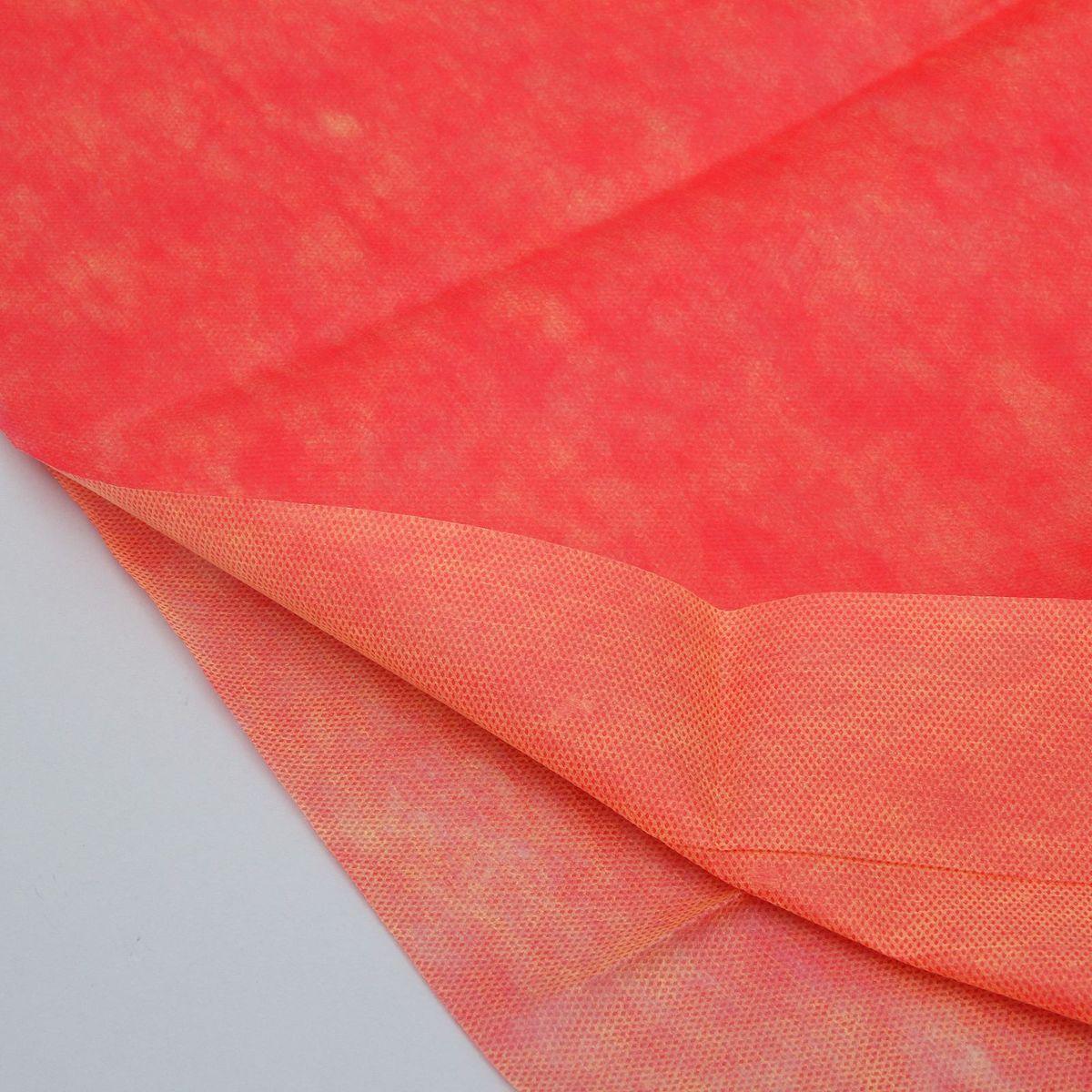 Материал укрывной Агротекс, двухслойный, цвет: оранжевый, красный, 5 х 3 м1367691Работа укрывного материала Агротекс заключается в эффективном использовании солнечных лучей, попадающих на почву. Материал размером 3 х 5 метров состоит из двух слоев: внешнего (красного цвета) и внутреннего (оранжевого цвета).Красный слой, внешний:-ускоряет процесс фотосинтеза, способствуя раннему цветению и повышению урожайности;-сохраняет тепло и защищает от ночных перепадов температур.Желтый слой, внутренний:-ограждает растения от вредителей, привлекая их на сам материал.При эксплуатации материала не используется никаких искусственных добавок и непонятной химии - только разумное использование тепла и солнечного света. В почве, укрытой материалом Агротекс, растения развиваются быстрее за счёт создания благоприятного микроклимата.