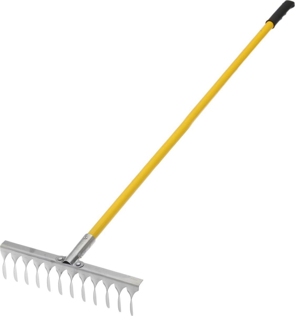 Грабли, с черенком, с витым зубом, длина 134 смV30 AC DCГрабли подходят для наведения порядка на участке, вычёсывания травы, сбора опавших листьев. Металлические зубцы из нержавеющей стали разровняют даже тяжёлую влажную почву, разобьют большие комки земли.По окончании использования очистите рабочую часть инструмента от остатков грунта. Храните в закрытом помещении.В комплект входит прочный яркий металлический черенок.