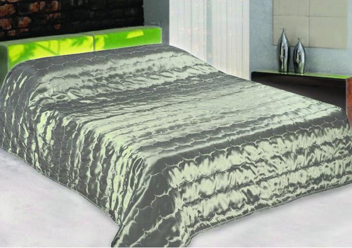 Покрывало стеганое Диана, цвет: светло-зеленый, 210 х 240 смES-412Изящное покрывало Диана, выполненное из тафты (100% полиэстер), гармонично впишется в интерьер вашего дома и создаст атмосферу уюта и комфорта. Тафта - это плотная изысканная ткань с легким глянцем и эффектом помятости. Внутренняя сторона покрывала изготовлена из микрофибры. Внутри - наполнитель из термофайбера. Покрывало окантовано и имеет фигурную стежку, которая равномерно удерживает наполнитель внутри и не позволяет ему скатываться. Покрывало практичное, легкое и удобное в использовании и уходе. Допускается стирка в машинах-автоматах при температуре 30°С, не линяет, не дает усадки. Благодаря мягкой и приятной текстуре, глубокому и насыщенному цвету, покрывало станет модной, практичной и уютной деталью вашего интерьера.