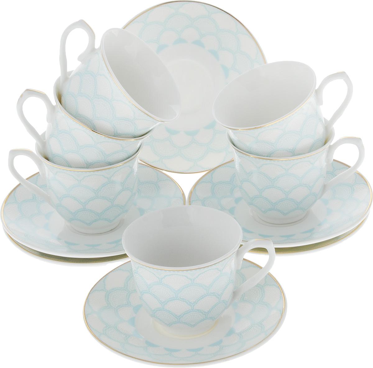 Кофейный сервиз Loraine, 80 мл, цвет: белый, голубой, 12 предметовVT-1520(SR)Кофейный набор на 6 персон Loraine выполнен из высококачественного костяного фарфора - материала безопасного для здоровья и надолго сохраняющего тепло напитка.Несмотря на свою внешнюю хрупкость, каждый из предметов набора обладает высокой прочностью и надежностью. Элегантный классический дизайн с тонкой золотой каймой делает этот кофейный набор прекрасным украшением любого стола. Набор аккуратно упакован в подарочную упаковку, поэтому его можно преподнести в качестве оригинального и практичного подарка для своих родных и самых близких. В наборе: 6 кофейных чашек, 6 блюдец. Подходит для мытья в посудомоечной машине.