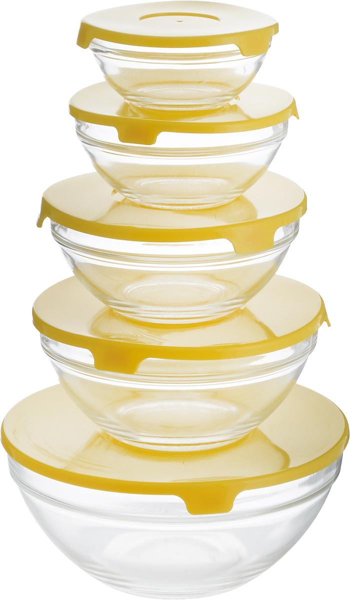 Набор салатников Wellberg Comfort, с крышками, цвет: прозрачный, желтый, 5 штVT-1520(SR)Набор Wellberg Comfort состоит из 5 круглых салатников, выполненных из прочного стекла, и 5 пластиковых крышек. Изделия прекрасно подходят для сервировки салатов и закусок, маленькие салатники идеальны для подачи соусов. Поверхность изделий гладкая и ровная, легко чистится. Салатники снабжены плотно закрывающимися крышками, благодаря которым продукты удобно хранить в холодильнике. Такой набор станет практичным приобретением для вашей кухни. Изделия можно мыть в посудомоечной машине и использовать в микроволновой печи. Диаметр салатников: 9 см, 10,5 см, 12,5 см, 14 см, 17 см. Высота салатников: 4 см, 4,8 см, 5,5 см, 6,2 см, 7,9 см.Объем салатников: 150 мл, 200 мл, 350 мл, 500 мл, 900 мл.