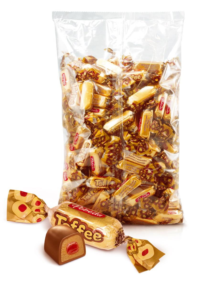 Победа вкуса Toffee конфеты молочные в шоколаде с мармеладом из клюквы, 1 кг4600495515827Мягкая карамель тоффи, сваренная на сливочном масле и сгущенном молоке, политая настоящим шоколадом.