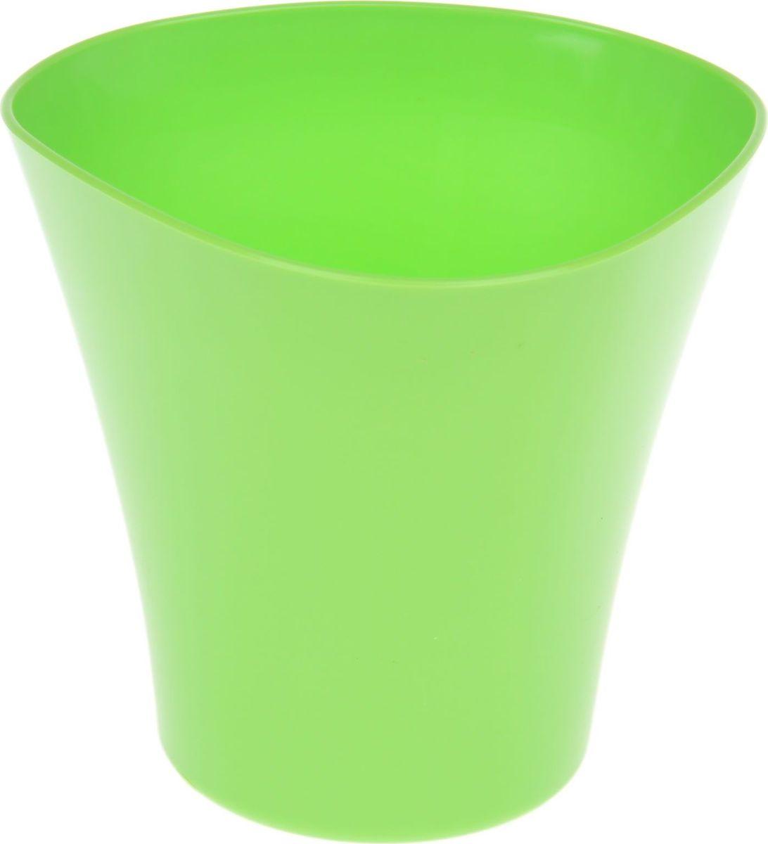 Кашпо JetPlast Волна, цвет: зеленый, 1,5 л531-402Любой, даже самый современный и продуманный интерьер будет не завершённым без растений. Они не только очищают воздух и насыщают его кислородом, но и заметно украшают окружающее пространство. Такому полезному &laquo члену семьи&raquoпросто необходимо красивое и функциональное кашпо, оригинальный горшок или необычная ваза! Мы предлагаем - Кашпо 1,5 л Волна, цвет зеленый!Оптимальный выбор материала &mdash &nbsp пластмасса! Почему мы так считаем? Малый вес. С лёгкостью переносите горшки и кашпо с места на место, ставьте их на столики или полки, подвешивайте под потолок, не беспокоясь о нагрузке. Простота ухода. Пластиковые изделия не нуждаются в специальных условиях хранения. Их&nbsp легко чистить &mdashдостаточно просто сполоснуть тёплой водой. Никаких царапин. Пластиковые кашпо не царапают и не загрязняют поверхности, на которых стоят. Пластик дольше хранит влагу, а значит &mdashрастение реже нуждается в поливе. Пластмасса не пропускает воздух &mdashкорневой системе растения не грозят резкие перепады температур. Огромный выбор форм, декора и расцветок &mdashвы без труда подберёте что-то, что идеально впишется в уже существующий интерьер.Соблюдая нехитрые правила ухода, вы можете заметно продлить срок службы горшков, вазонов и кашпо из пластика: всегда учитывайте размер кроны и корневой системы растения (при разрастании большое растение способно повредить маленький горшок)берегите изделие от воздействия прямых солнечных лучей, чтобы кашпо и горшки не выцветалидержите кашпо и горшки из пластика подальше от нагревающихся поверхностей.Создавайте прекрасные цветочные композиции, выращивайте рассаду или необычные растения, а низкие цены позволят вам не ограничивать себя в выборе.