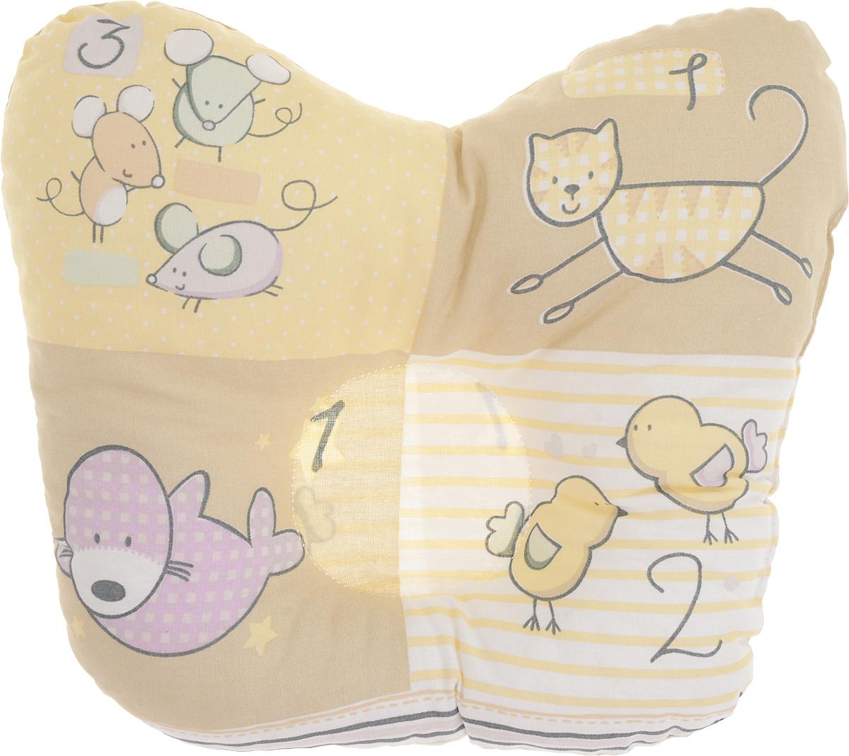 Сонный гномик Подушка анатомическая для младенцев Цыплята кот и мыши 27 х 25 см555А_желтый, бежевыйАнатомическая подушка для младенцев Сонный гномик Цыплята кот и мыши компактна и удобна для пеленания малыша и кормления на руках, она также незаменима для сна ребенка в кроватке и комфортна для использования в коляске на прогулке. Углубление в подушке фиксирует правильное положение головы ребенка.Подушка помогает правильному формированию шейного отдела позвоночника.