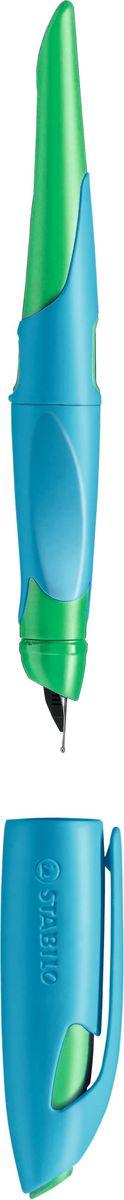 Stabilo Ручка перьевая Easybirdy для левшей цвет корпуса голубой зеленый72523WDПервая эргономичная перьевая ручка, делающая процесс обучения письму и само письмо в больших объемах намного легче.Первая перьевая ручка, разработанная в двух версиях: для правшей и левшей.Перо ручки регулируется в трех положениях изменением угла наклона.Подстраивается под индивидуальные особенности почерка.Позволяет сформировать и улучшить графо-моторные навыки, делает легче сам процесс письма.Никогда не было перьевой ручки, подобной этой! Возможность регулировки - Запатентовано!Дети, ученые, учителя и родители были активно вовлечены в процесс ее разработки. Наконечник ручки может быть отрегулирован в соответствии с особенностями почерка. Угол наклона пера Easybirdy предусматривает три разных положения, которые могут быть изменены с помощью специального инструмента*. Прежде такой возможности в перьевых ручках не существовало. Инновация Stabilo Easybirdy позволяет подобрать наиболее удобный вариант расположения ручки в руке для каждого и обеспечивает создание и развитие собственного почерка. Ручку становится легче держать, а сам почерк формируется более четким, понятным и аккуратным. Перо не оставляет клякс и не царапает бумагу. Чтобы письмо приносило удовольствие, Easybirdy предлагается в трех модных цветовых комбинациях, способных раскрасить любой день. Easybirdy поставляется со стандартным пером средней толщины (М).Два окошка на корпусе служат для контроля уровня чернил. При перезаправке можно использовать 1 большой картриджи или 2 маленьких стандартных сменных картриджа.Предусмотрено место для персонализации.