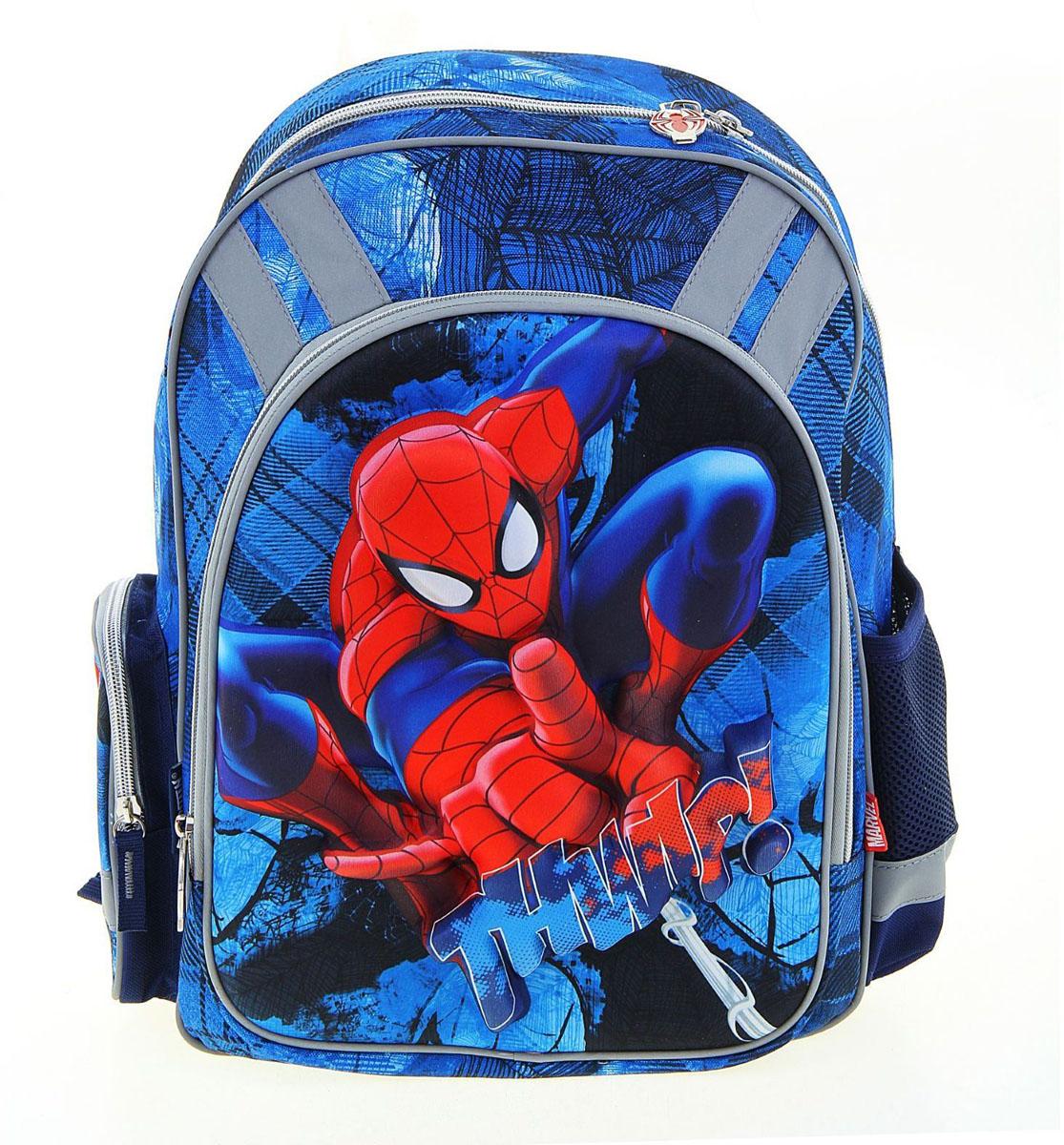 Marvel Рюкзак детский Spiderman72523WDРюкзак школьный эргономичная спинка Disney Spiderman 38*29*13 для мальчика, синий — это более мягкая, по сравнению с ранцем, эргономичная текстильная школьная сумка, обладающая оригинальным дизайном и большой вместительностью.В спинку такого рюкзака вставлена пенка, а на местах максимального соприкосновения с телом ребёнка (лопатки, поясница, плечи) ещё и нашиты дополнительные мягкие подушечки, которые дают возможность циркулировать воздуху, обеспечивая комфортные ощущения для спины.Именно такой рюкзак, по мнению врачей-ортопедов, считается оптимальным для школьников начальных и средних классов.