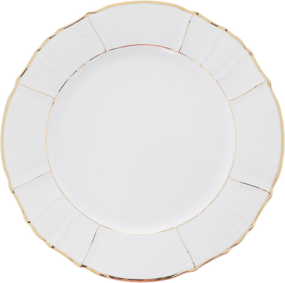 Блюдо Bernadotte Солнце, диаметр 30 см14023Блюдо Bernadotte Солнце выполнено из белоснежного фарфора с покрытием глазурью. Изделие украшено золотистой эмалью, изысканным рельефом и красивыми узорами. Оно прекрасно подойдет для сервировки разнообразных блюд - закусок, нарезок, салатов, канапе, овощей и фруктов, пирожных. Такое блюдо красиво дополнит сервировку вашего стола. Отлично подойдет для торжественных случаев.
