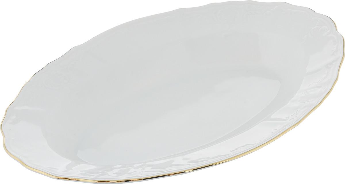 Блюдо Bernadotte Узор, 24 х 15 см115510Овальное блюдо Bernadotte Узор выполнено из белоснежного фарфора с покрытием глазурью. Изделие украшено золотистой эмалью по краю и изысканным рельефным орнаментом. Оно прекрасно подойдет для сервировки разнообразных блюд - закусок, нарезок, салатов, канапе, овощей и фруктов, пирожных. Такое блюдо красиво дополнит сервировку вашего стола. Отлично подойдет как для повседневного использования, так и для торжественных случаев.