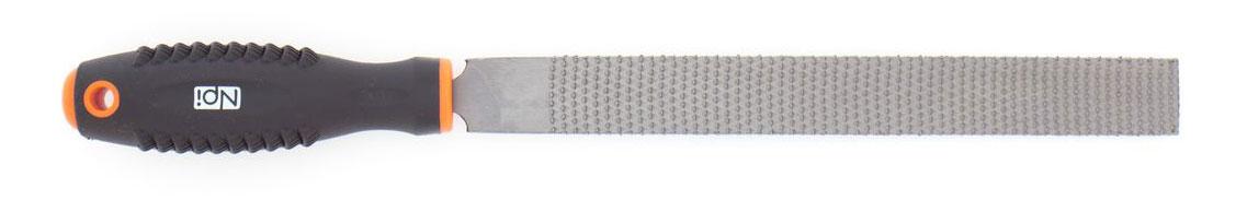 Рашпиль по дереву NPI HCS, плоский, с двухкомпонентной ручкой, 200 ммJTC-1411Плоский рашпиль NPI HCS изготовлен из высокоуглеродистой стали которая на долго сохраняет остроту насечки. Эргономичная двухкомпонентная рукоятка из ударопрочного пластика обеспечивает удобный и безопасный захват, а также предотвращает выскальзывание. Рашпиль имеет усиленное крепление ручки. Длина рабочей поверхности: 200 мм.Тип напильника по насечке: драчевый.