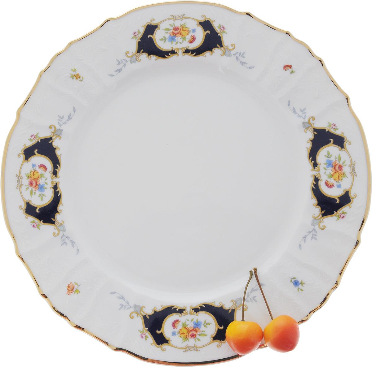 Блюдо Bernadotte Глаз, диаметр 30 смVT-1520(SR)Блюдо Bernadotte Глаз выполнено из белоснежного фарфора с покрытием глазурью. Изделие украшено золотистой эмалью по краю, изысканным рельефом и ярким красивым узором. Оно прекрасно подойдет для сервировки разнообразных блюд - закусок, нарезок, салатов, канапе, овощей и фруктов, пирожных. Такое блюдо красиво дополнит сервировку вашего стола. Отлично подойдет для торжественных случаев.