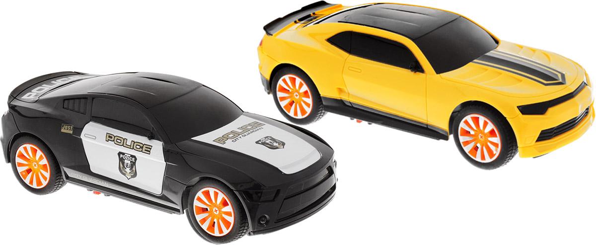 """Набор радиоуправляемых машинок Yako """"Автотаран. Полиция"""" понравится не только ребенку, но и взрослому, ценящему оригинальные подарки. Модели выполнены из прочного пластика и дополнены звуковыми и световыми эффектами - звуком мотора, загорающимися фарами и подсветкой внутри корпуса. В комплект входят две машинки и два удобных пульта управления. Машинки отличаются тщательной проработкой и высокой детализацией. Автомобили дополнены механизмом переворота, который позволяет устроить увлекательные гонки с элементом тарана. Вам необходимо будет догнать машину противника и ударить её в бок, в деталь в виде выхлопных труб. При этом в машине с механизмом """"Автотаран"""", по которой нанесён удар, срабатывает механизм переворота. Машина переворачивается и отключаются все функции. Вы победили! Колесики машинок прорезинены, что обеспечивает превосходное сцепление с любой гладкой поверхностью. Реалистичные машинки на радиоуправлении приведут в восторг и ребенка, и взрослого, и принесут множество ярких впечатлений, а также позволят устроить настоящие гонки у себя дома.Для работы одной машинки необходимо докупить 3 аккумулятора напряжением 1,5V типа АА (в комплект не входят).Для работы одного пульта управления необходимо докупить 2 батарейки напряжением 1,5V типа АА (в комплект не входят)."""