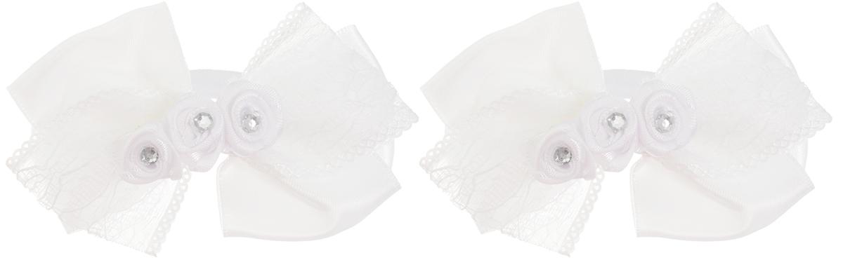 Babys Joy Резинка для волос Бант цвет белый 2 шт MN 138/2MP59.3DРезинка для волос Babys Joy Бант выполнена в виде бантика из нескольких сплетенных вместе ленточек, атласной и гипюровой. Бантик декорирован в центре тремя розочками со стразой. Резинка позволит убрать непослушные волосы с лица и придаст образу немного романтичности и очарования.Резинка для волос Babys Joy подчеркнет уникальность вашей маленькой модницы и станет прекрасным дополнением к ее неповторимому стилю.