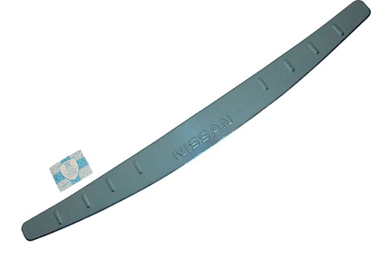 Накладка бампера декоративная DolleX, для NISSAN Almera (2014->), штамп NISSANМ 102Придают автомобилю стильный и неповторимый вид, эффективно защищает бампер от повреждения лакокрасочного покрытия.Отличительные особенности:- Полированная нержавеющая сталь;- Толщина стали 0,5 мм.;- Стильный внешний вид;- Легкая и быстрая установка;- Крепление лента липкая двухсторонняя.