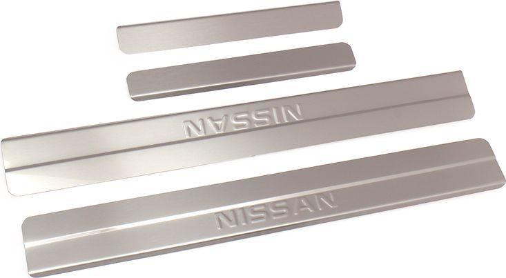 Накладки внутренних порогов DolleX, для NISSAN ALMERA (2013->), ступенчатые, 4 штVCA-00Придают автомобилю стильный и неповторимый вид, эффективно защищают пороги от повреждения лакокрасочного покрытия.Отличительные особенности:- Полностью повторяет геометрию порога;- Полированная нержавеющая сталь;- Толщина стали 0,5 мм.;- Стильный внешний вид;- Легкая и быстрая установка;- Крепление лента липкая двухсторонняя.Комплект: размер 500х59 мм - 2 шт.размер 250х36 мм - 2 шт.