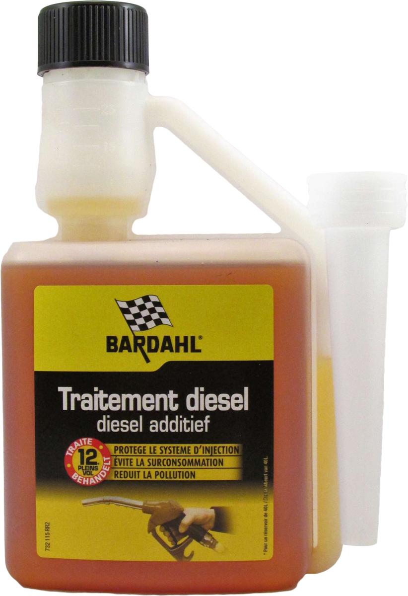 Добавка многофункциональная Bardahl Concentrated Diesel Treatment, в дизельное топливо, концентрат, 500 мл121113Концентрированная присадка для улучшения дизельного топлива Bardahl Diesel Treatment эффективно воздействующий на различные компоненты системы впрыска и цилиндропоршневой группы:- Смазывает верхнюю часть цилиндров и поршневых колец, компенсируя малое содержание серы в современном дизельном топливе. - Снижает нагарообразование на выпускных клапанах, предохраняет седло клапана от преждевременного износа. - Устраняет детонацию и самовоспламенение, способствует более мягкой работе двигателя, уменьшению шумности его работы, облегчает воспламенение топливной смеси. - Повышает производительность, мощность и приемистость двигателя. - Связывает и выводит воду из топлива, тем самым предотвращает заедание и заклинивание форсунок и топливного насоса. - Снижает предельную температуру фильтруемости дизельного топлива на 7 С (тест IFP № 74709), температуру помутнения (NF-T60105) и температуру застывания в зимний период. - Облегчает холодный запуск при низкой температуре. - Сокращает расход топлива до 5%. - Очищает, защищает и поддерживает топливную систему в чистоте. - Уменьшает количество и токсичность выхлопных газов. Подходит для всех типов старых и новых дизельных двигателей (HDI, TDI, Common Rail, насос-форсунка, и т.д.), с противосажевым фильтром и без. Не ограничивает режимы эксплуатации двигателя. Рекомендовано крупнейшими автопроизводителями. Бутылочки объемом 500 мл достаточно для обработки 500 литров топлива.