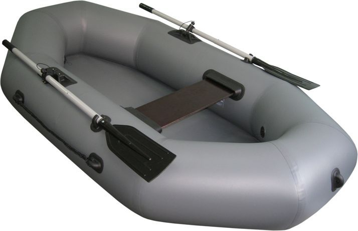 Лодка Тонар Шкипер 220, цвет: серыйMABLSEH10001Надувная одноместная лодка ШКИПЕР 220 с классической О-образной формой и просторным кокпитом позволит Вам с комфортом провести время на воде. Выверенные обводы корпуса лодки обеспечивают легкий ход под веслами, отличную маневренность, устойчивость и управляемость. Небольшой вес, компактность при транспортировке, быстрота и легкость сборки лодки делают ее популярной среди рыбаков и охотников. Технические характеристики лодки ШКИПЕР 220: Длина наибольшая - 2,20 м. Ширина наибольшая - 1,23 м. Диаметр баллона наибольший - 0,33 м. Масса изделия в комплекте – 10,4 кг. Грузоподъемность - 180 кг. Пассажировместимость - 1 человек. Количество герметичных отсеков - 2 шт. Рабочее давление в баллоне - 0,2 кгс/см2. Габариты лодки в упаковке - 0,65 х 0,35 х 0,25 м. Материал: пятислойный ПВХ 750г\м2. Лодка ШКИПЕР 220 поставляется со стандартным набором комплектующих: ножной насос 5 л, 2 весла с держателями весла в уключине, 1 жесткое сиденье, сумка для хранения и перевозки, ремкомплект и руководство по эксплуатации (паспорт).