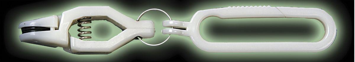 Клипса для планера Blind Release, цвет: розовый. BLD-1200313-16-1073Клипса для Планера Blind RELEASE, пластиковая, цвет: розовый (10шт)Клипса для Планера Blind RELEASE— это набор из десяти пластиковых клипс с пластиковым карабином. Такие клипсы пригодятся на рыбалке как профессиональным рыбакам, так и простым любителям рыбалки. Клипсы используются для освобождения лески в момент поклевки.