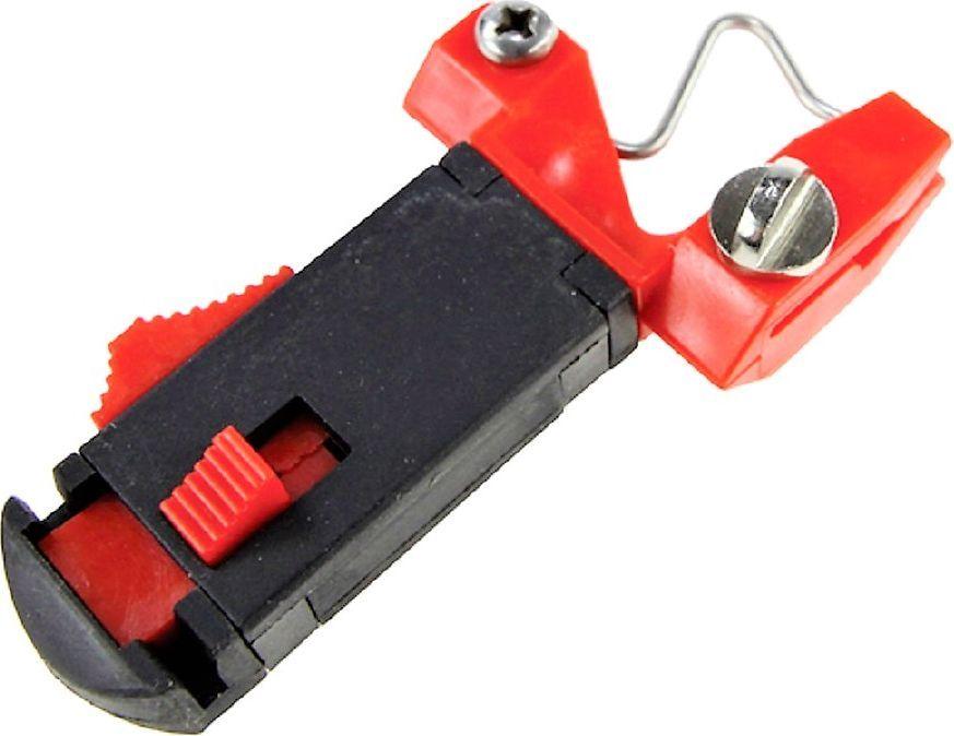 Клипса Blind Relegun, цвет: черный, красный. BLD-12006001МККлипса RELEGUN - предмет, который служит для освобождения лески в момент поклевки. Предотвращает вероятность отстрела оснастки при забросе. Клипса отлично ограничивает дальность заброса снасти. Выполнена клипса из легкого и прочного материала. Клипса легко устанавливается. После заброса на необходимую дальность, осуществляется натяжка резинки вокруг шпули, а на последнем обороте резинка цепляется с помощью клипсы.Материал: пластик
