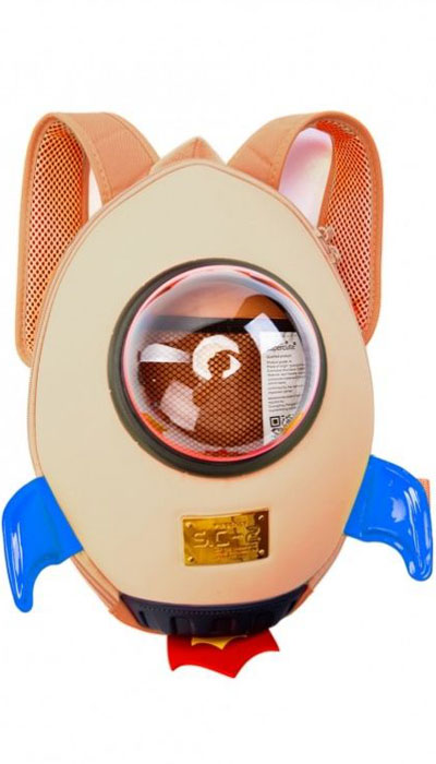 Bradex Рюкзак детский Ракета цвет бежевый72523WDЗабавный ранец в виде ракеты придется по душе любому ребенку. Малогабаритный, но очень вместительный и прочный рюкзак позволит малышке носить все необходимое при себе, кроме того, в ранце предусмотрен специальный прозрачный иллюминатор.