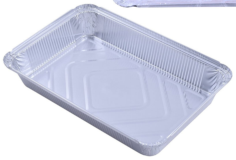 Набор одноразовых форм для выпечки Мультидом, 21 х 16 х 3,5 см, 3 шт68/5/4Формы для выпечки из алюминиевой фольги - идеальны для приготовления любимых блюд, таких как хлебобулочные изделия, запеканки, бисквиты, омлеты, паштеты, рулеты, заливное и многое другое. Достаточно выбрать форму нужного вам размера и понравившийся рецепт. Формы из алюминия имеют большую теплопроводность, равномерно нагреваются, исключая места перегрева и холодные края - это позволяет значительно быстрее приготовить блюдо. В них можно выпекать, разогревать и замораживать продукты. Формы могут подвергаться нагреванию до температуры 280°С, заморозке до -40°С, а также их можно использовать для запекания, разогрева и выпечки как в обычных, так и в микроволновых (СВЧ) печах. Использование форм позволяет добиться наилучших результатов при приготовлении различных блюд, получить привлекательный вид готового блюда, сохранить все вкусовые характеристики используемых продуктов. Пищу, приготовленную в формах очень удобно взять с собой на пикник или на дачу. Алюминиевые формы для выпечки не поглощают влагу и жир, препятствуют высыханию, потере вкуса и впитыванию посторонних запахов, предохраняют продукты от порчи под действием света. Одноразовые алюминиевые формы не только облегчают процесс приготовления пищи, но и экономят время, которое не нужно тратить на мытье посуды, используемой при приготовлении пищи. Изготовлены из алюминия. Алюминий, из которого изготовлены формы - не токсичен, не обладает свойством накапливаться в организме человека, а также не вступает ни в какие химические реакции с продовольственными продуктами. ВНИМАНИЕ! Не стоит использовать формы для хранения кислых и соленых продуктов. При использовании форм в СВЧ-печах соблюдайте правило: форма должна быть расположена в СВЧ-печи минимум на 2см от стенок печки или от другой посуды из алюминиевой фольги. Размер: 21 х 16 х 3,5 см.Объем: 1,04 л.