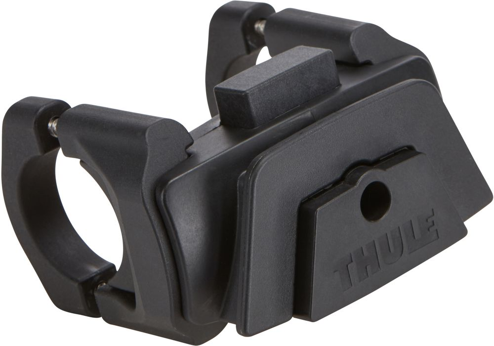 Держатель на руль Thule Pack n Pedal, для одного аксессуара100084Держатель на руль Thule Pack?n Pedal имеет облегченную систему монтажа для быстрого доступа к сумкам и аксессуарам Thule для размещения на руле. Удобная фиксация на большинстве велосипедных рулей (31,8 мм, 26 мм и 25,4 мм).Простая установка . Простое крепление сумок и аксессуаров Thule по направлению к велосипедисту или в сторону движения. Кнопочный фиксатор обеспечивает надежную установку аксессуаров и их снятие за считанные секунды. Совместимо со всеми сумками для размещения на руле и дополнительными принадлежностями Thule Pack'n Pedal и Thule Shield. Размеры : 9 x 8,9 x 8,6 см