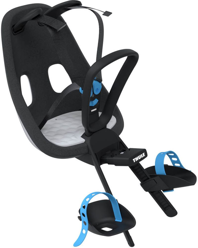 Детское велокресло Thule Yepp Nexxt Mini, цвет: белый12080103Легкое и стильное детское велосипедное сиденье Thule Yepp Nexxt Mini с креплением сзади и продуманным дизайном для прогулок по городу. Максимальный комфорт и безопасность благодаря регулируемому 5-точечному ремню безопасности с подкладкой .Сиденье, смягчающее толчки и вибрацию, обеспечивает плавную езду .Легкое, но прочное и невероятно удобное детское сиденье с жесткой основой и мягкой подбивкой. Фиксировать ребенка с помощью защитной пряжки на магните, оснащенной защитой от детей, очень быстро, легко и удобно .Адаптируется к параметрам ребенка по мере его роста и обеспечивает идеальную посадку благодаря регулируемым опорам для ног и фиксирующим ремням .Во время езды ребенок может держаться за удобную ручку .Универсальная быстросъемная опора, которая подходит для обычных и выносных кронштейнов, позволяет устанавливать сиденье на велосипед и снимать с него за считанные секунды. Благодаря водоотталкивающим материалам сиденье всегда остается сухим и легко чистится.Разработано и протестировано для детей от 9 месяцев* до 3 лет, весом до 15 кг. (*Обратитесь к педиатру, если ребенку менее 1 года).