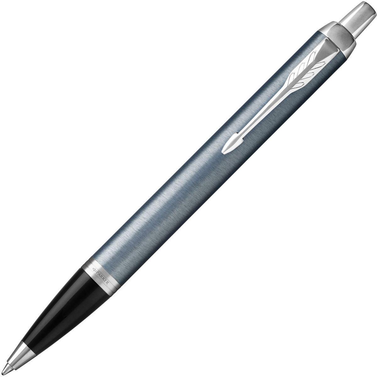 Parker Ручка шариковая IM Blue Grey CT синяяPARKER-1931669Автоматическая шариковая ручка Parker IM Blue Grey CT изготовлена из латуни в лакированном корпусе серо-синего цвета с круговой полировкой. Цвет декоративных элементов - хром. Форма ручки - круглая.Автоматическая шариковая ручка Parker аккуратно упакована в выдвижной футляр.Марка Parker гарантирует полную уверенность в превосходном качестве товара. Автоматическая шариковая ручка Parker IM Blue Grey CT будет не только долго служить, но и неизменно радовать удобством и легкостью письма, надежностью в эксплуатации и прекрасным эстетическим исполнением.