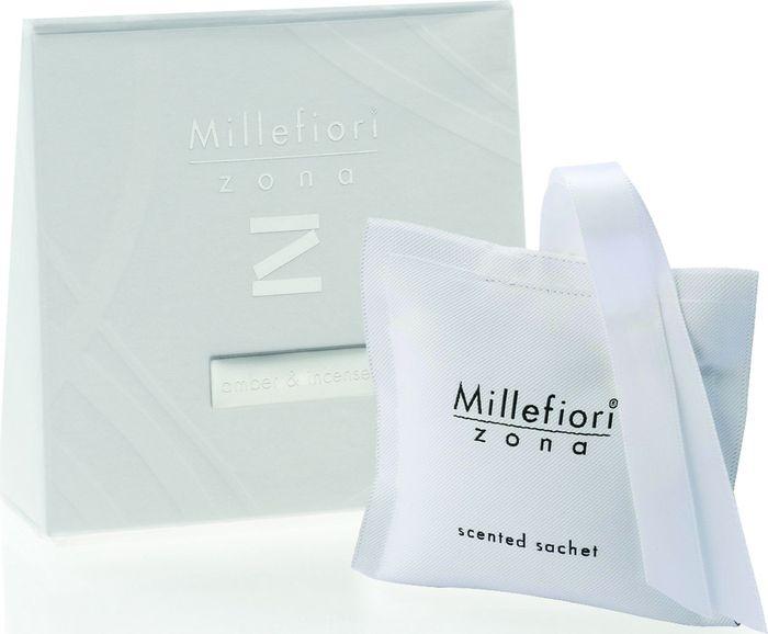Саше Millefiori Milano Zona Янтарь и благовония / Amber & Incense41SQAIСаше Millefiori Milano Zona наполнит ваш дом неповторимым ароматом. Ароматизатор произведен из натуральных компонентов и является образцом качественного и безопасного продукта. Ароматические саше - это маленькие мешочки из двухсторонней ткани, которые легко подвесить и окутать все вокруг приятном ощущением свежести. Millefiori придает аромат вашей одежде даже в ящиках и шкафах. Приятный и мягкий аромат останется на вашей одежде в течение 2-3 месяцев. Описание ароматической композиции: Задержитесь в этом сложном аромате, где драгоценный янтарь гармонирует с экзотическими благовониями и древесными аккордами.Базовые ноты: Мирра, Мускатный орех, Корица.Средние ноты: Ирис, Ваниль, Амбра.Верхние ноты: Ладан, Сандал, Кедр.Товар сертифицирован.
