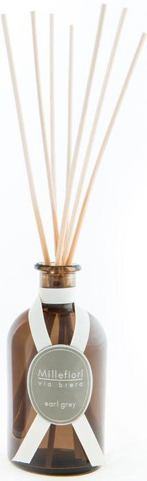 Диффузор ароматический Millefiori Milano Via Brera Бергамот / Earl Grey, 100 мл44MDEGАроматический диффузор Millefiori Milano Via Brera наполнит ваш дом неповторимым ароматом бергамота. Ароматизатор произведен из натуральных компонентов и является образцом качественного и безопасного продукта для дома. Ароматический диффузор с палочками - это простое, изящное и долговременное решение, как наполнить дом или офис приятным запахом. Просто поместите ротанговые палочки в емкость с ароматической жидкостью. Степень интенсивности запаха может регулироваться объемом ароматической жидкости и количеством палочек. Диффузор - это не просто освежитель воздуха, а элемент декора, который окутает вас своим приятным и нежным ароматом.Описание ароматической композиции: изысканные ноты бергамота, сопровождающиеся оттенком цитрусовых.Базовые ноты: Перец, Лимон, Грейпфрут, Бергамот.Средние ноты: Чай с бергамотом, Лаванда, Роза.Верхние ноты: Кедр, Амбра.Товар сертифицирован.