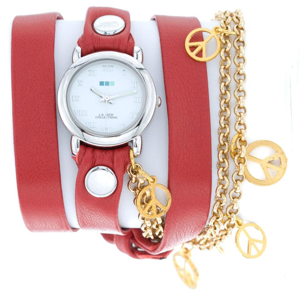 Наручные часы женские La Mer Collections Charm Peace Gold Red, цвет: красный. LMCW1005RBM8434-58AEГлавный козырь часов La Mer Collections - длинные кожаные ремешки-браслеты, которые изготавливаются вручную в мастерской дизайнера Мартины Иланы в Калифорнии, США. Это новый тип аксессуара, в котором безупречно сочетается игривость бижутерии и строгость часовой классики.