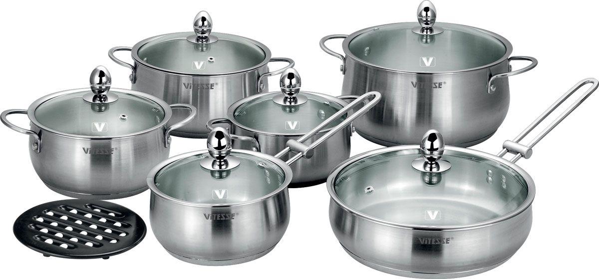 Набор посуды Vitesse Sally, 13 предметов68/5/4Набор посуды Vitesse Sally прекрасно подойдет для вашей кухни. Он состоит из четырех кастрюль с крышками вместительностью 1,6 л, 2,3 л, 3,1 л и 5,2 л, сотейника с крышкой, сковороды с крышкой и подставки под горячее. Предметы набора изготовлены из высококачественной нержавеющей стали 18/10 с матовой полировкой. Они оснащены капсулированным дном с прослойкой алюминия, которое обеспечивает наилучшее распределение тепла по поверхности посуды. Кастрюли и сотейник имеют на внутренней стенке шкалу литража.Ручки из нержавеющей стали надежно крепятся к корпусу емкостей. Крышки выполнены из термостойкого стекла и позволяют следить за процессом приготовления пищи. Они оснащены отверстием для выхода пара и металлическим ободом по краю, который позволит предотвратить сколы стекла. Подставка под горячее изготовлена из бакелита черного цвета.Посуду можно использовать на всех типах плит, включая индукционные. Также изделия можно мыть в посудомоечной машине. Характеристики: Материал: нержавеющая сталь 18/10, бакелит. Диаметр кастрюли объемом 1,6 л:16 см. Диаметр кастрюли объемом 2,3 л:18 см. Диаметр кастрюли с объемом 3,1 л:20 см. Диаметр кастрюли с объемом 5,2 л:24 см. Объем сотейника:1,6 л. Диаметр сотейника:16 см. Длина ручки сотейника:17 см. Диаметр сковороды:24 см. Глубина сковороды:7 см. Длина ручки сковороды:19 см. Диаметр подставки:17 см. Размер упаковки:50 см х 23 см х 26 см.Артикул:VS-1454.Кухонная посуда марки Vitesseиз нержавеющей стали 18/10 предоставит вам все необходимое для получения удовольствия от приготовления пищи и принесет радость от его результатов. Посуда Vitesse обладает выдающимися функциональными свойствами. Легкие в уходе кастрюли и сковородки имеют плотно закрывающиеся крышки, которые дают возможность готовить с малым количеством воды и экономией энергии, и идеально подходят для всех видов плит: газовых, электрических, стеклокерамических и индукционных. Конструкция дна посуды гарантирует быстрое поглощение т