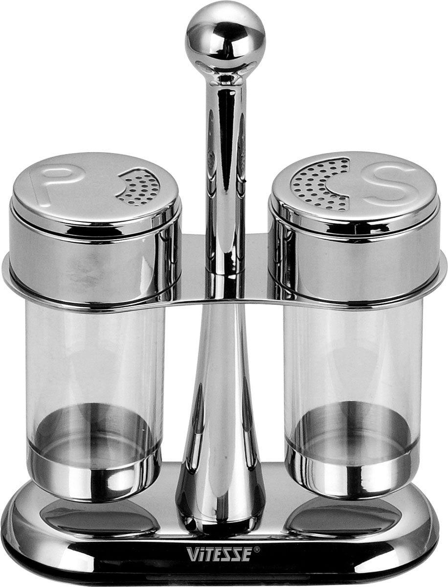 Набор для специй Vitesse Marina, 3 предмета. VS-1626LU-1853Набор для специй Vitesse Marina состоит из солонки, перечницы и подставки. Емкости выполнены из прозрачного акрила и оснащены крышками из нержавеющей стали 18/10 с зеркальной полировкой. Крышка поворачивается. Удобная подставка оснащена ручкой. Эксклюзивный дизайн, эстетичность и функциональность сделают набор незаменимым на любой кухне. Можно мыть в посудомоечной машине. Характеристики: Материал: акрил, нержавеющая сталь 18/10. Высота солонки/перечницы: 10,5 см. Диаметр по верхнему краю: 5 см. Размер подставки (ДхШхВ): 14,5 см х 6,5 см х 18,5 см.