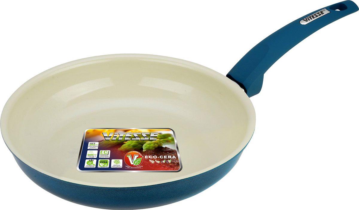 Сковорода Vitesse Le Grande, с керамическим покрытием, цвет: морская волна. Диаметр 24 см. VS-224454 009312Сковорода Vitesse Le Grande изготовлена из высококачественного алюминия с внутренним керамическим покрытием премиум-класса Eco-Cera. Благодаря керамическому покрытию пища не пригорает и не прилипает к поверхности сковороды, что позволяет готовить с минимальным количеством масла. Кроме того, такое покрытие абсолютно безопасно для здоровья человека, так как не содержит вредной примеси PFOA. Покрытие стойко к высоким температурам (до 450°С), устойчиво к царапинам.Внешнее цветное силиконовое покрытие обеспечивает легкую чистку. Дно сковороды снабжено антидеформационным индукционным диском. Сковорода быстро разогревается, распределяя тепло по всей поверхности, что позволяет готовить в энергосберегающем режиме, значительно сокращая время, проведенное у плиты.Сковорода оснащена прочной ненагревающейся ручкой из бакелита с покрытием Soft-Touch. Сковорода пригодна для использования на всех типах плит, включая индукционные. Подходит для чистки в посудомоечной машине.Высота стенки сковороды: 5 см.Толщина стенки: 2,5 мм.Толщина дна: 5 мм.Длина ручки: 19,5 см.Диаметр индукционного диска: 14,5 см.