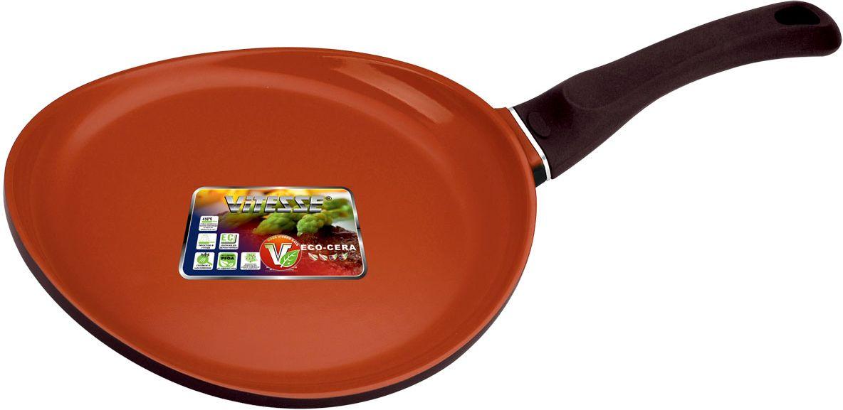 Сковорода Vitesse Cherry, цвет: коричневый. Диаметр 28 см. VS-227754 009312Сковорода Vitesse Cherry изготовлена из высококачественного алюминия. Внутреннее керамическое покрытие Eco-Cera, позволяющее готовить при высоких температурах, не оставляет послевкусия, делает возможным приготовление блюд без масла, сохраняет витамины и питательные вещества. Высокотехнологичное внешнее антипригарное покрытие коричневого цвета устойчиво к царапинам и механическим повреждениям. Покрытие безопасно для человека, не содержит PFOA. Утолщенное алюминиевое дно обеспечивает равномерное распределение тепла по поверхности. Сковорода снабжена удобной и высокопрочной ручкой из бакелита, которая не нагревается в процессе приготовления пищи.Индукционный антидеформационный диск защищает посуду от деформации и делает возможным использование на индукционных плитах.Сковорода Vitesse Cherry подходит для использования на всех типах кухонных плит, включая индукционные. Можно мыть в посудомоечной машине. Рекомендуется использовать специальные прихватки для того, чтобы взяться за ручку. Можно использовать металлическую лопатку. Характеристики:Материал: алюминий, бакелит. Внутренний диаметр сковороды: 28 см. Высота стенки сковороды: 1,5 см. Толщина стенки сковороды: 4 мм. Толщина дна сковороды: 5 мм. Длина ручки: 15 см. Артикул: VS-2277.