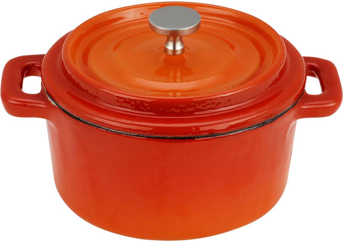 Кастрюля Vitesse, цвет: красный, оранжевый, 350 мл68/5/4Кастрюля Vitesse идеально подходит для приготовления вкусных блюд, соусов. Кастрюляизготовлена из традиционного чугуна. Толстое дно хорошо проводит тепло, а чугунная крышка сохраняет ароматы. Эмалированная внешняя поверхность красного цвета плавно перетекающая в оранжевый цвет придает кастрюле нотки благородности и изысканности. Известно, что пища, приготовленная в чугунной посуде, сохраняет свои вкусовые качества, и благодаря экологической чистоте материала, не может нанести вред здоровью человека. Долговечность - еще одно преимущество чугунной посуды. Приобретая чугунную кастрюлю Ariel, вы можете быть уверены, что она прослужит вашей семье достаточно долгий срок. Кастрюля подходит для всех типов плит. В комплекте к кастрюле дополнительно прилагаются две прихватки! Характеристики:Материал: чугун, текстиль. Объем:350 мл. Диаметр кастрюли:10 см. Высота стенки кастрюли: 5 см.Изготовитель:Китай.Кухонная посуда марки Vitesseпредоставит Вам все необходимое для получения удовольствия от приготовления пищи и принесет радость от его результатов. Посуда Vitesseобладает выдающимися функциональными свойствами. Легкие в уходе кастрюли и сковородки имеют плотно закрывающиеся крышки, которые дают возможность готовить с малым количеством воды и экономией энергии, и идеально подходят для всех видов плит: газовых, электрических, стеклокерамических и индукционных. Конструкция дна посуды гарантирует быстрое поглощение тепла, его равномерное распределение и сохранение. Великолепно отполированная поверхность, а также многочисленные конструктивные новшества, заложенные во все изделия Vitesse , позволит Вам открыть новые горизонты приготовления уже знакомых блюд. Для производства посуды Vitesseиспользуются только высококачественные материалы, которые соответствуют международным стандартам.