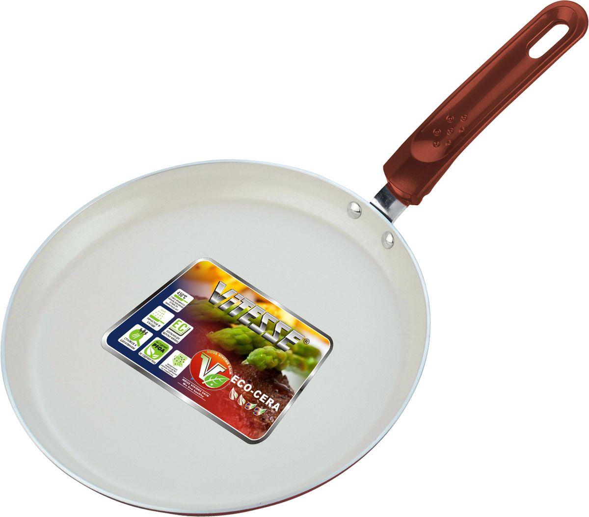 Сковорода для блинов Vitesse, цвет: синий. Диаметр 26 см. VS-741054 009312Сковорода Vitesse станет незаменимым помощником на кухне. Особенности:Изготовлена из высококачественного алюминия, толщина - 2,5 мм. Внешнее элегантное цветное покрытие, подвергшееся высокотемпературной обработке. Бакелитовая, высокопрочная, огнестойкая, не нагревающаяся ручка удобной формы крепится к корпусу на заклепках. Внутреннее керамическое покрытие.Быстрый нагрев и равномерное распределение тепла по всей поверхности.Подходит только для газовых, чугунных, стеклокерамических и галогеновых конфорок (не подходит для индукции). Характеристики: Материал: алюминий, бакелит. Диаметр: 26 см. Длина ручки:17 см.